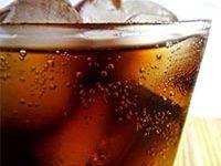 Fotografía de vaso con refresco gaseoso.