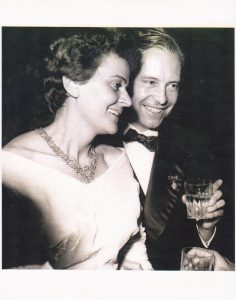 Fundadores ICECU. Fotografía con doña Manuela y el Doctor Thun.