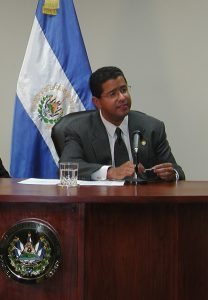 Fotografía del Expresidente salvadoreño Francisco Flores.