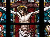 Vitral de la crucifixión de Jesucristo