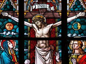 Ilustración De Crucifijo. Vitral que muestra la crucifixión de Cristo. Semana Santa